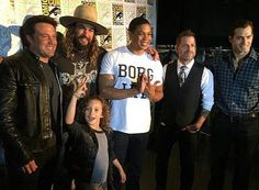 Ben looks like a potato in this pic #BenAffleck #HenryCavill #JasonMomoa #JasonMomoasKid #RayFisher #ZackSnyder