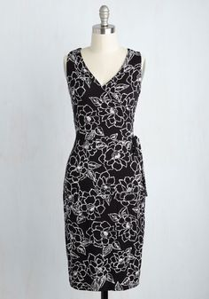 Welcome new coworkers onto your team - simultaneously putting your floral dress on display - by taking 'em out for a bite to eat! Sophisticated and sweet, this faux-wrap frock dazzles with a decorative side tie and a black and white color combo. Talk about a conversation starter!