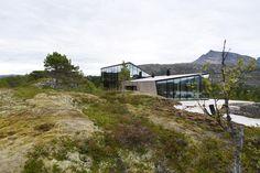 Snorre Stinessen Architecture Glass Cabin, Summer Cabins, Winter Cabin, Exterior Cladding, Sauna, Lofoten, Malang, Beautiful Architecture, Contemporary Architecture