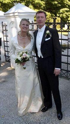 Bildergebnis für extreme nobility wedding dresses