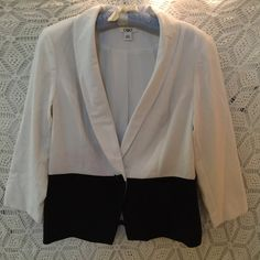 Catos Black and White Blazer Cute worn once black and white blazer. 23 inches long, 36 inch bust. Cato Jackets & Coats Blazers