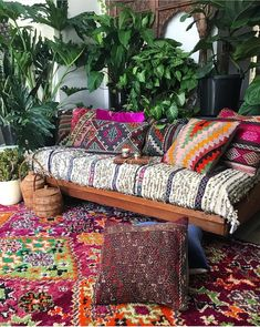 outdoor daybed | outdoor lounge | bohemian spaces | cozy corners | decorating with plants | morrocan vibes | boho daybed