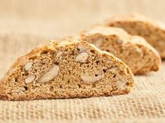 Cantuccini : Recette de Cantuccini - Marmiton Bruschetta, Fudge, Banana Bread, Muffins, Food And Drink, Orange, Baking, Recipes, Grands Parents