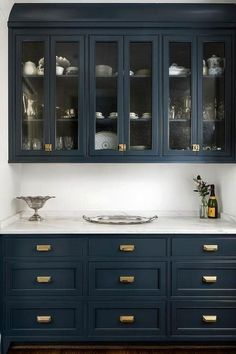 40+ Beautiful Navy Kitchen Cabinets For Decorating Your Kitchen #kitchen #kitchencabinets #kitchencabinetideas