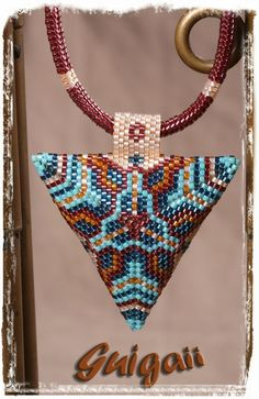 Collier Puffy Triangle (4)