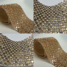 Pessoal, temos novidades! Manta de strass perfeita para customisar roupas e acessórios. Veja mais em www.armarinhosaojose.com.br #acessorios #strass #brilho #glamour #costura