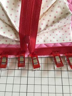 最強カード収納ポーチ、ジャバラポーチの作り方(図解入り) | hapimade手芸教室|ハンドメイド・手作りのお手伝い Pouch, Gift Wrapping, Knitting, Sewing, Projects, Gifts, Index Cards, Gift Wrapping Paper, Log Projects