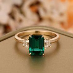 Emerald Ring Design, Art Deco Emerald Ring, Emerald Cut, Emerald Ring Gold, Emerald Jewelry, Emerald Wedding Rings, Natural Emerald Rings, Dream Engagement Rings, Italian Engagement Ring