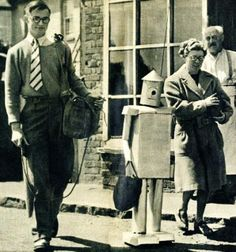 George the Robot goes shopping - 1949