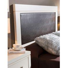 Cabecero de cama con borde de madera maciza y parte central tapizado con polipiel color marrón chocolate. Disponible para dormitorios de matrimonio y juveniles.