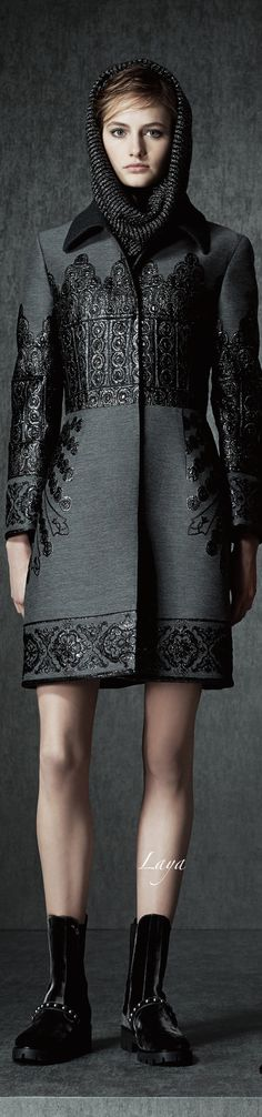 Alberta Ferretti Pre-Fall 2015.  This is so hot.  Like a medieval suit of armor for the contemporary woman.