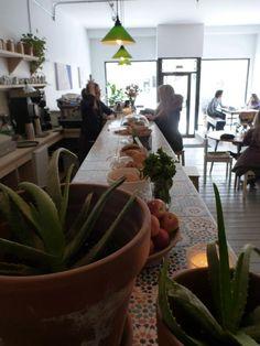 Café Bloom Kimchi, Bloom, Plants, Design, Decor, Smoking Meat, Rye Bread, Chocolate Tarts
