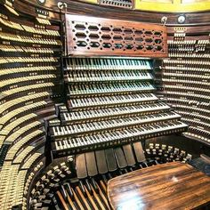 The Largest Pipe Organ console in the World... Atlantic City Convention Hall, New Jersey