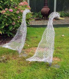 Chicken Wire Art, Chicken Wire Sculpture, Chicken Wire Crafts, Pruning Climbing Roses, Famous Gardens, Garden Deco, Outdoor Crafts, Woodland Garden, Farm Yard
