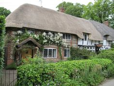 joilieder:    Thatched roof semi-detached cottages in Monks Risborough, Buckinghamshire, England. Photo by Ewart White.