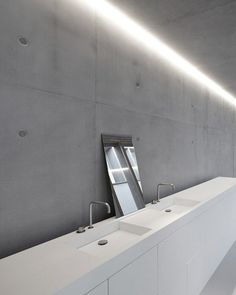 White Corian bathroom with architectural concrete walls - note the clever lighting scheme embedded in the ceiling Bad Inspiration, Interior Design Inspiration, Bathroom Inspiration, Design Ideas, White Bathroom, Modern Bathroom, Small Bathroom, Bathrooms, Bathroom Wall
