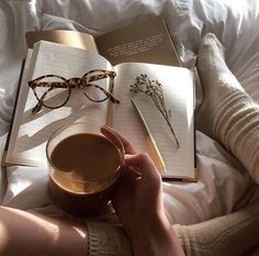 Tea, Coffee, and Books Autumn Aesthetic, Brown Aesthetic, Aesthetic Photo, Aesthetic Pictures, Flatlay Instagram, Coffee And Books, Coffee Reading, Book Photography, Grunge Photography