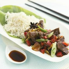 Oksekød i mørk og pikant kinesisk sauce - dagens middag!