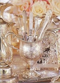 Just love vintage silver pieces Silver Trays, Silver Spoons, Silver Plate, Silver Cutlery, Vintage Silver, Antique Silver, Objets Antiques, Metal, Chandeliers