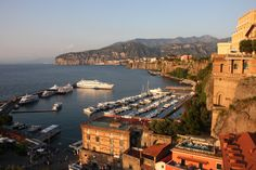 All the details required to organise glorious day-trips from Sorrento, whether to the Amalfi Coast, the ruins of Pompeii or the island of Capri.