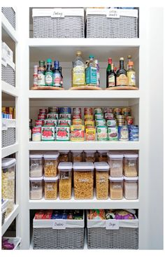 Small Pantry Organization, Home Organisation, Organized Pantry, Pantry Ideas, Organize Small Pantry, Bathroom Closet Organization, Kitchen Cupboard Organization, Medicine Organization, Refrigerator Organization