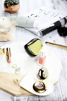 How to get shiny hair in 6 easy steps. Sharing top professional tips from hair experts to help you achieve silky and glowing looking hair.