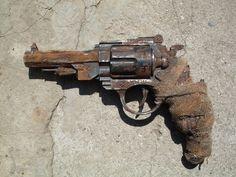 post_nuclear_revolver_by_craftmanloki-d4zmoal.jpg 900×675 pixels