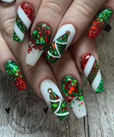 The Cutest and Festive Christmas Nail Designs for Celebration Amazing Red & Green Glitter Christmas Nails! The post The Cutest and Festive Christmas Nail Designs for Celebration appeared first on Halloween Nails. Xmas Nail Art, Cute Christmas Nails, Holiday Nail Art, Xmas Nails, Chistmas Nails, Holiday Mood, Halloween Nails, Green Christmas, Winter Christmas