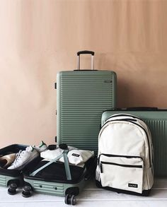Best-Carry-On-Luggage-2017 Reviews of Raden Luggage, CalPak Luggage, Samsonite Luggage, Travelpro, Delsey Luggage and more