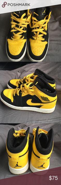 Retro Air Jordan 1 Used Black and Yellow Air Jordan Retro 1 Jordan Shoes Sneakers