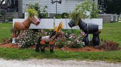 Decorate your garden with these amazing Claypot Garden Horses! Check out all the other cute critters in the post too! Clay Pots, Garden Pots, Porcelain
