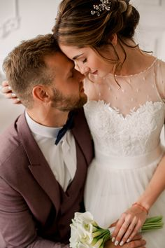 Trendy bridal pictures poses the bride the dress ideas Bridal Poses, Wedding Poses, Wedding Photoshoot, Wedding Couples, Wedding Bride, Couple Photoshoot Poses, Bridal Pictures, Photo Couple, Wedding Photography Poses