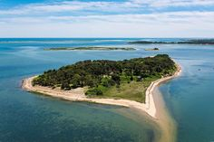 Public visitors were welcomed to Sipson Island, Massachusetts and invited to explore pristine shoreline beaches, grassy meadows, and oak– and pine-shaded trails.