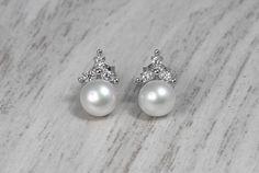 Kolczyki z perłami i cyrkoniami to elegancki zestaw dla stylowej Panny Młodej.  #ślub #wesele #inspiracjeslubne #kolczyki #bizuteriaślubna #perły #perłyzcyrkoniami #kolczykinaślub