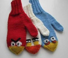 Angry Birds mittens - free pattern available through Ravelry Knitting For Kids, Crochet For Kids, Knitting Projects, Baby Knitting, Knitting Patterns, Knit Crochet, Crochet Patterns, Mittens Pattern, Knit Mittens