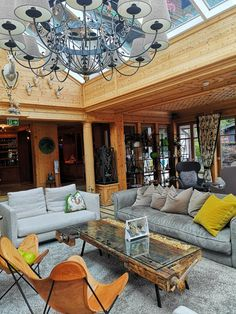 Hotel-Review-Wanderhotel Gassner - The Chill Report Das Hotel, Salzburg, Hotel Reviews, Outdoor Decor, Home Decor, House On Stilts, Rustic Room, Hotels For Kids, Relaxing Room
