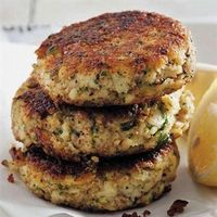 Ouma Freda's fishcakes Banting Recipes, Meat Recipes, Seafood Recipes, Cooking Recipes, Recipies, Curry Recipes, Cake Recipes, South African Dishes, South African Recipes