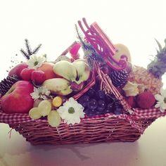 """Panier Champêtre - Petite taille:  Ananas Victoria - Mangue - Fruit de la passion (Grenadille) - Litchi Extra - Physalys - Figue fraîche - Mini Banane frécinette - Kaki Sharon - Kiwi - Fraise - Clémentine """"Socculente"""" - Orange Extra - Raisin Extra - Datte - Pink Lady - Golden Tentation - Comice - Avocat Hass  #Fruits #Panier #Offrir #Noel #Cadeau"""