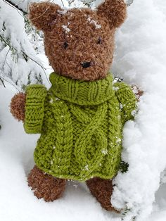 A chunky aran is just the thing for a bear's outing in the snowy woods. You'll find the Barrison Bear pattern here. Knitting For Charity, Free Knitting, Knitting Needles, Kids Knitting Patterns, Crochet Patterns, Knitting Ideas, Knitted Teddy Bear, Teddy Bears, Teddy Bear Clothes