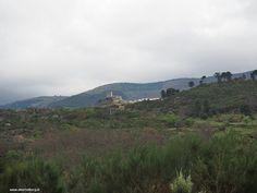 In de verte doemde het kasteel op, maar zoals zoveel dingen in Portugal is de kortste weg tussen 2 punten niet altijd een rechte lijn :-)