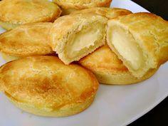 Pasticciotti leccesi Sugar Rush, Croissant, Wok, Cornbread, Donuts, Deserts, Food And Drink, Favorite Recipes, Sweets