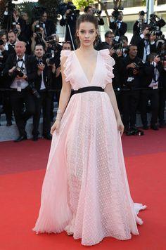 Todo la elegancia del mundo se concentra durante algo más de un semana en la Costa Azul con motivo del Festival de Cine de Cannes. Estamos seguros de que esta 69 edición nos va a dejar indiferente a nadie. No te pierdas ningún estilismo sobre la alfombra roja.