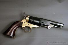 Revólver tipo Colt, de manufactura italiana