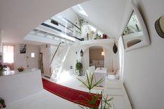 Appartement à Auray, France. Appartement en duplex, situé à Auray Dans cet univers blanc atypique, propice à la détente & à l'évasion, vous apprécierez notamment son hammam traditionnel privé. Ce lieu est un point de départ idéal pour la découverte du Golfe du Morbihan.  La S...