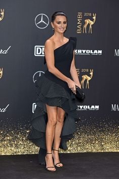 Pics: Penelope Cruz Wins International Actress at Bambi Awards - HD Photos Celebrity Beauty, Celebrity Photos, Celebrity Style, Penelope Cruz, Bambi Awards, Vicky Cristina Barcelona, Spanish Actress, Fashion Vocabulary, Teresa Palmer