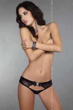 Dámské kalhotky se širší gumou Behira Livco jsou vyrobeny z jemné černé krajky.