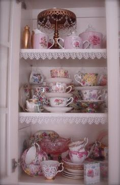 Lovely display of china in a pretty cupboard. 50 Cool Interior Modern Style Ideas To Work on Today – Lovely display of china in a pretty cupboard. Cheap Diy Home Decor, Diy Home Decor Projects, Affordable Home Decor, Kitchen Set Up, Vintage Kitchen, All You Need Is, China Cabinets And Hutches, Tea Cup Display, China Display