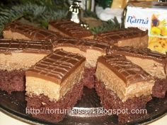 o prajitura veche si foarte buna . Blat: 4 oua , 150 g zahar pudra, 150 g margari. Romanian Desserts, Margarita, Nutella, Cake Recipes, Sweet Treats, Cheesecake, Deserts, Food And Drink, Yummy Food