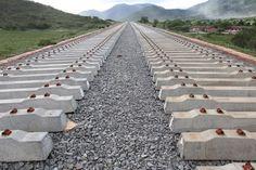 Sem pagamento, empreiteiras ameaçam paralisar obras da Ferrovia Oeste-Leste