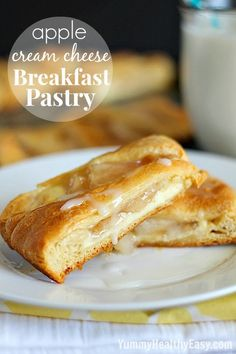 Apple Cream Cheese Breakfast Pastry - pastry ring made with crescent rolls and topped with a delicious cream cheese layer and apple pie filling. Looks fancy but it's so easy and Yummy! Cream Cheese Breakfast, Breakfast Pastries, What's For Breakfast, Breakfast Dishes, Breakfast Recipes, Puff Pastries, Köstliche Desserts, Delicious Desserts, Yummy Food